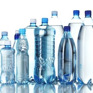 le prix de l'eau en bouteille en grande distribution a diminué de 4,08% entre