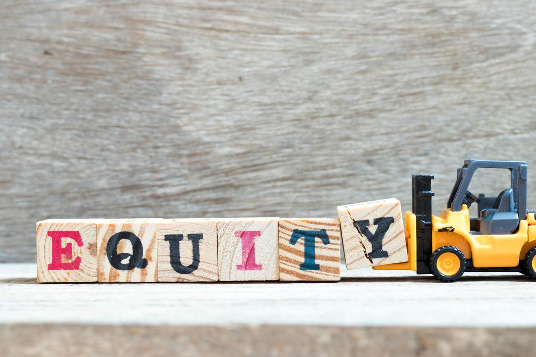 ROE (Return on equity): définition simple, calcul et traduction
