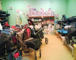 l'intérieur de la boutique baby's troc de clermont-ferrand.