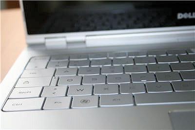 le clavier est plutôt agréable à l'utilisation, mais sans également les canons