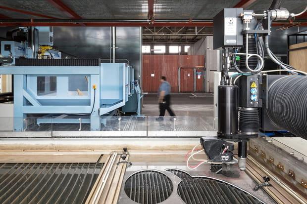 Une salle dédiée aux machines-outils à commande numérique