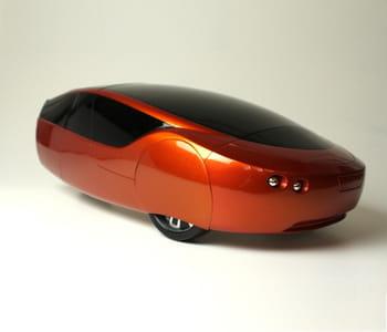 la carrosserie et l'ossature en plastique de la voiture urbee ont été réalisées