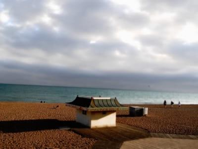 une plage anglaise, à brighton.
