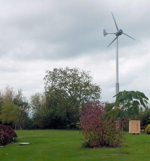 une mini éolienne de jardin peut fournir jusqu'à 70% de l'électricité nécessaire
