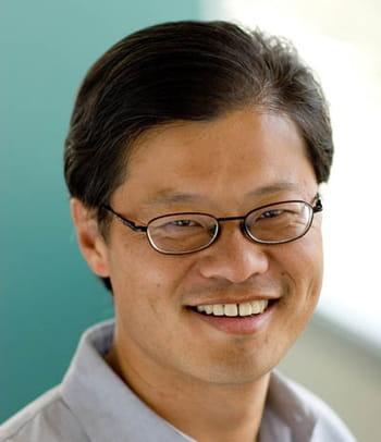 jerry yang a co-fondé yahoo! en 1995, ce qui lui a permis de devenir depuis