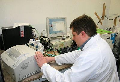 sur le plan technique, le matériel etle système d'exploitation sont vérifiés et