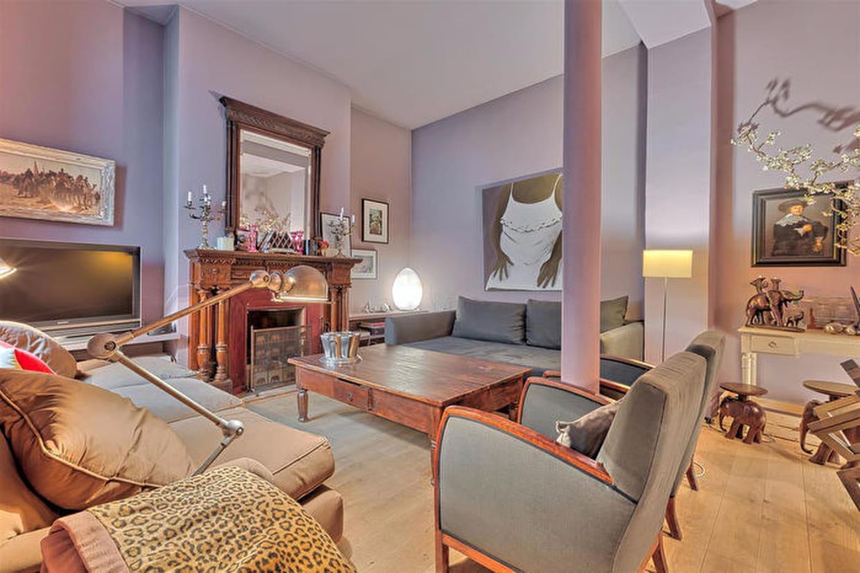 Poussez la porte de cet appartement loft parisien for Appartement loft paris