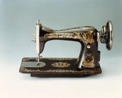 la première machine à coudre des frères yasui.