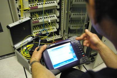 un réflectomètre optique est utilisé pour contrôler la qualité du réseau