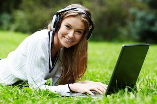 """Spotify devient gratuit sur mobiles et tablettes, avec une fonction """"Shuffle"""""""