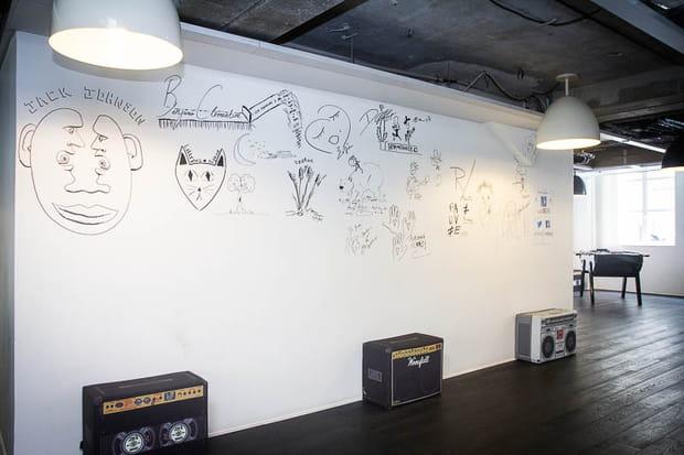 Siège Deezer : signatures d'artistes
