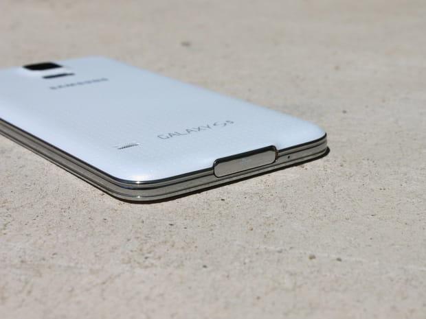 Le Galaxy S5résiste même à l'eau