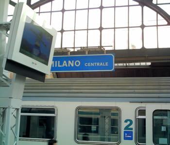 un train de la compagnie italienne en gare de milan.