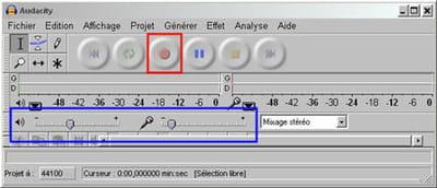 en rouge, le bouton pour enregistrer, en bleu, les volumes d'entrée et sortie