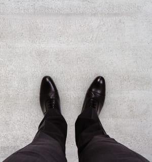il faut une cassure au niveau de la chaussure.