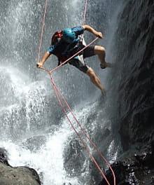 goa jungle, l'entreprise d'emmanuel ferré, emmène les touristes dans les canyons