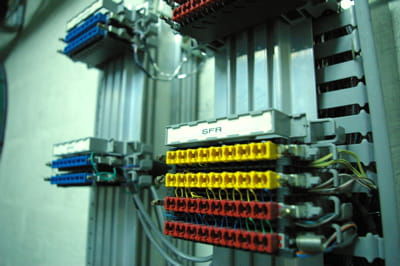 des antennes installées dans certaines stations permettent de capter les réseaux
