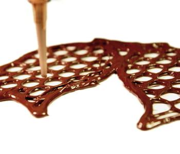 l'imprimante choc creator peut imprimer des formes en chocolat.