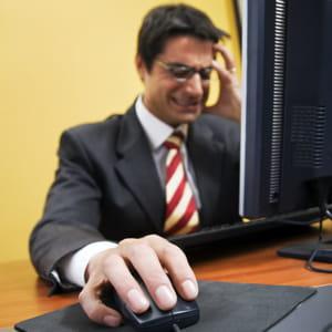 il est facile de s'énerver quand on est impuissant devant son ordinateur.