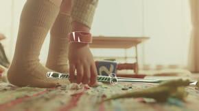 le bracelet de mofftransforme les objets et les gestes en jeux interactifs.