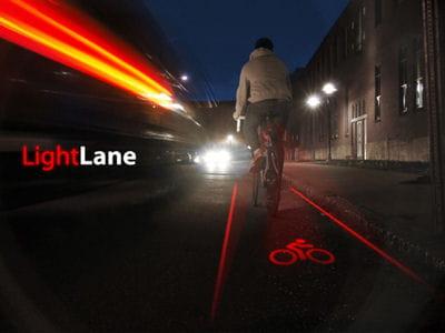 la piste cyclable est projetée à même la route.