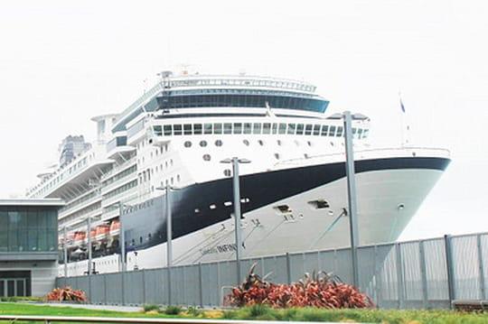 Visite en images du navire géant affrété par Salesforce pour son événement mondial