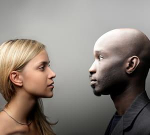 en se rapprochant de votre interlocuteur, vous imposez votre présence.