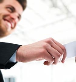 si vous n'avez plus rien à vous dire, donnez votre carte de visite.