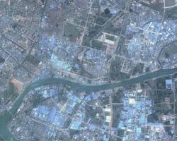 la région de guandong, une des plus industrialisées de chine. en bleu, les toits