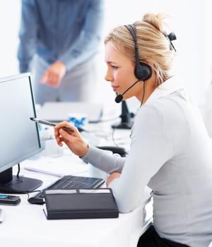 les agences low costorganisent les visites via un centre d'appels.