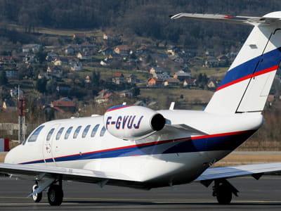 le cessna 525b citationdu millionnaire français, photographié ici à l'aéroport