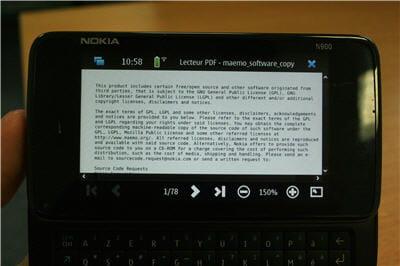 le téléphone en train de lire un fichier au format pdf. le n900 dispose aussi de