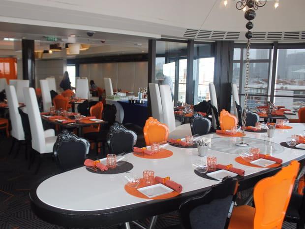 Un restaurant intérieur