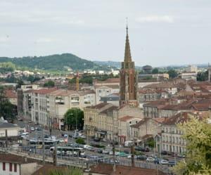 a agen, un appartement se vend en moyenne à 1470euros le mètre carré.