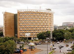 l'activité de la ville est dopée par son pôle consacrée aux biotechnologies.