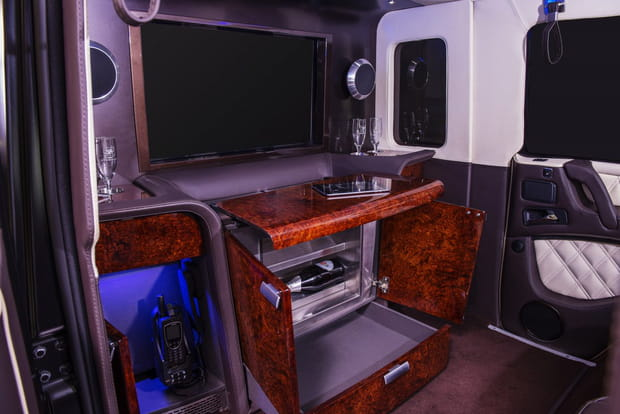 Télévision, réfrigérateur et coffre-fort à bord