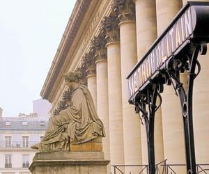 la place de la bourse, dans le 2e arrondissement.