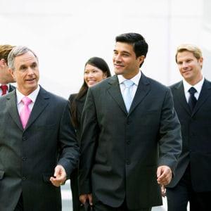 une équipe regroupe parfois des collaborateurs d'âge divers.
