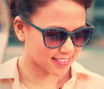 des lunettes parfaitement adaptées à la forme de son visage, c'est pour bientôt