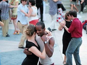 l'été, certains cours de danse peuvent se dérouler en extérieur