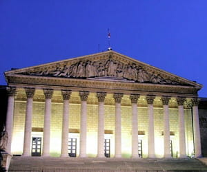 le palais bourbon, dans le 7e arrondissement.