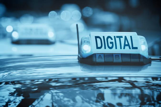 Face aux VTC, la riposte numérique des taxis s'organise