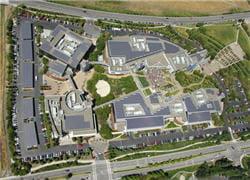 vue aérienne du googleplex, le siège de google en californie.