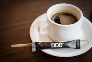 Bienvenue dans le concept bar de DDB Paris