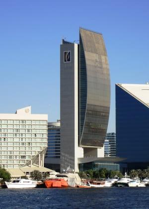 l'architecture de labanque nationale de dubaï est inspirée des voiliers