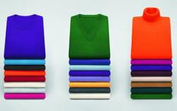 un même pull se retrouve décliné dans différentes formes et de multiples