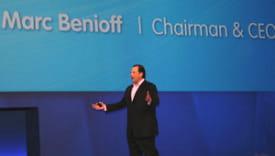 le p-dg de salesforce, marc benioff, lors de la conférence d'ouverture de