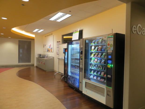Des distributeurs dans les bâtiments