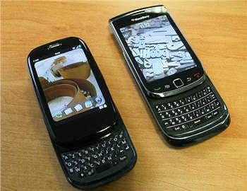 le blackberry torch au côté du palm pre : deux écrans très comparables : 3,2