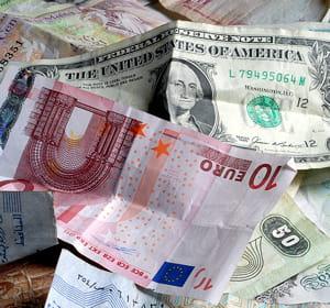 la parité euro-dollar favorise les rémunérations en euros.